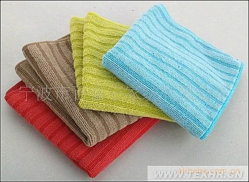 用不同的原料,做出不同颜色的产品,