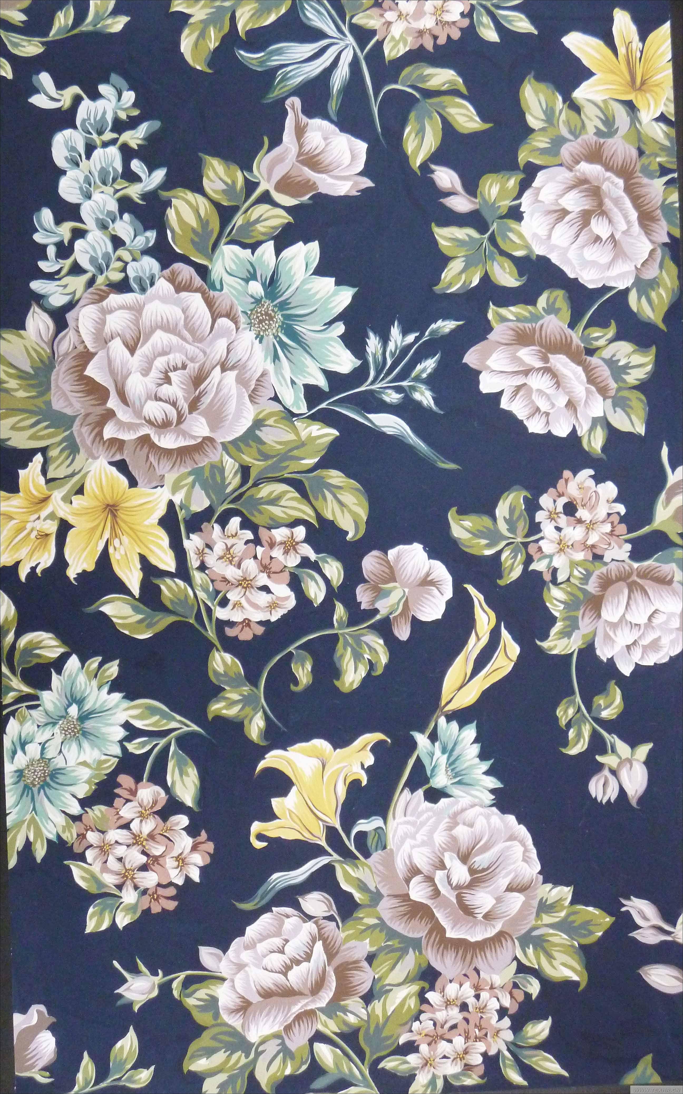 此图为可接版的四方连续,主花型运用的是蔷薇和百合进行搭配,加以小花衬托。色调以冷调为主,加以部分暖调,使它们之间彼此和谐。