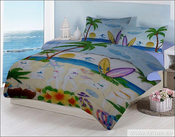 本作品是以夏威夷海边风情与摩登人物相结合,整体波有立体感,丰富多彩,色彩清新明快,呈现了浪漫的海边风情,枕套的构图成左右对称,整体充满青春活力。